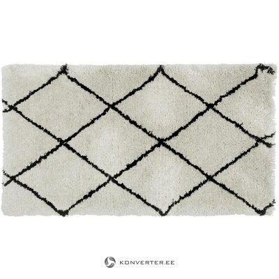 Minkštas smėlio spalvos juodas kilimas (tuoktis)
