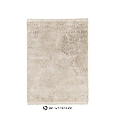 Pehmeä kermainen matto (unenomainen)
