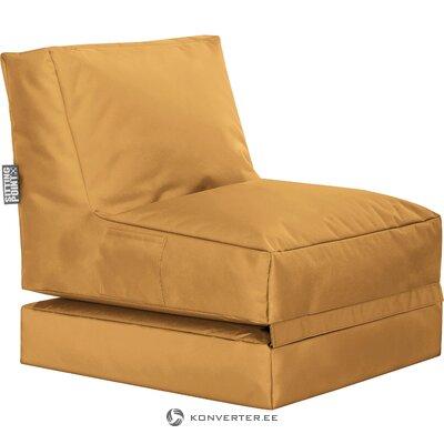 Оранжевый садовый стул всплывает (магма)