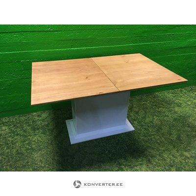 Легкий обеденный стол с массивной древесиной