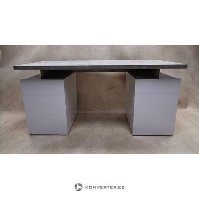 Серо-белый глянцевый письменный стол (Trevi) (недостатки красоты, образец зала)