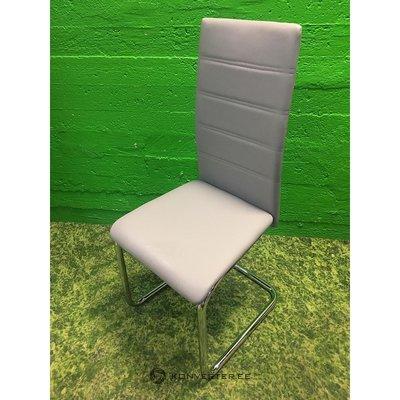 Zāles krēsls uz metāla fasādēm