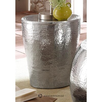 Silver aluminum pedestal (alui) (whole, hall sample)