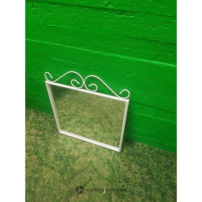 Balts spogulis