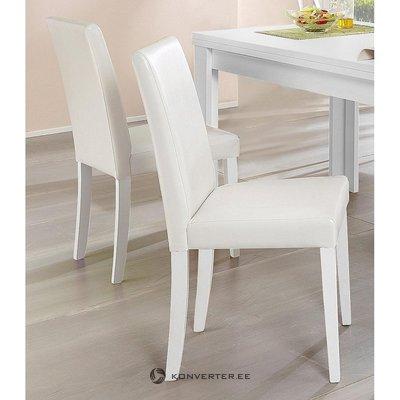 Balta odinė minkšta kėdė (su grožio trūkumais, salės pavyzdys)