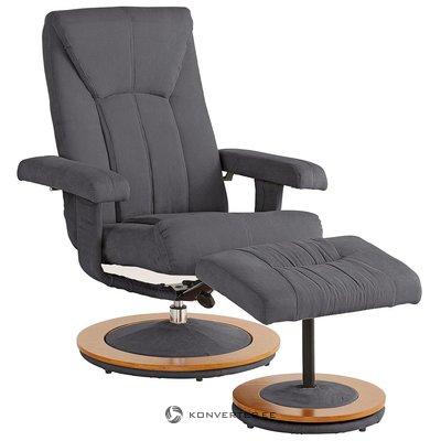 Zāle ar grozāmo krēslu