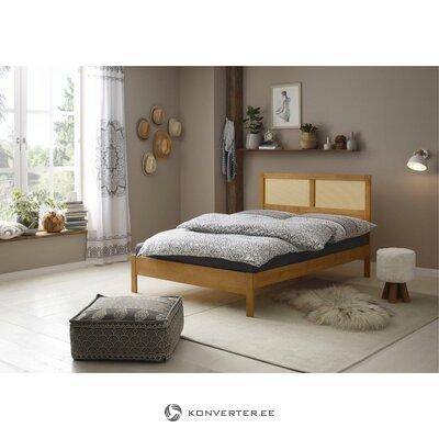 Коричневая большая кровать из массива дерева (owen)