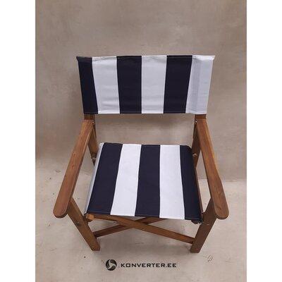 Nespalvota sodo kėdė