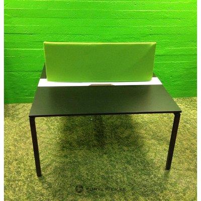 Didelis platus biuro stalas
