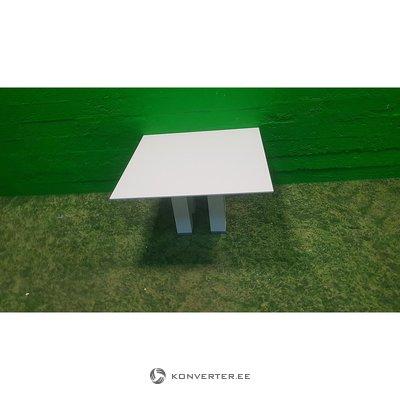 Balta mažoji sofa lenta