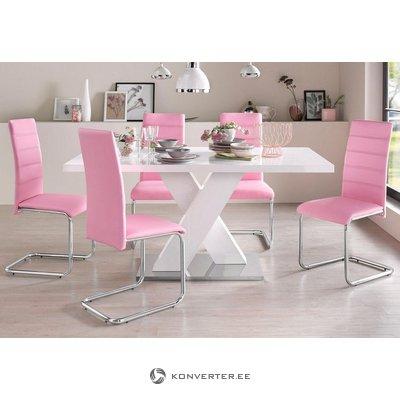 Liels, balts, spīdīgs pusdienu galds