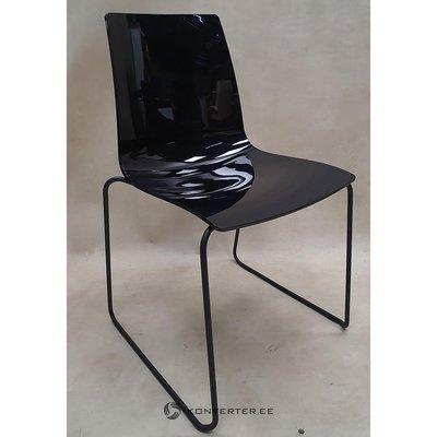 Juodoji kėdės bokoncepcija (breda) (su grožio klaidomis)