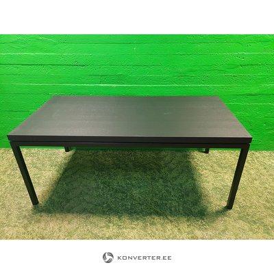 Musta iso ruokapöytä (boconcept)
