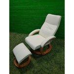 Baltās ādas rotējošais krēsls