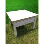 Pieni valkoinen kiinteä puinen sohvapöytä, jossa on laatikko