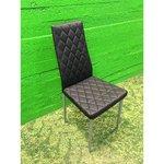 Melns krēsls ar mīkstu ādu