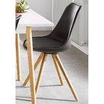 Juodo dizaino kėdė ant medinių kojų