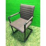 Käetugedega tool pruuni nahkkattega (Terve, Saalinäidis)