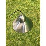 Hõbedane laelamp metallkuppliga