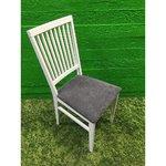 Valge puidust tool pehme halli istmega