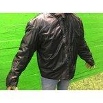 Moottoripyörän alusvaatteet takissa