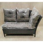 Pilka sodo sofa su pagalvėmis (kodas)