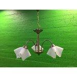 Kolme lainelise kuppliga laelamp