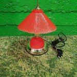 Маленькая красная настольная лампа