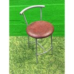 Kõrge metallist tool pehme punase istmega