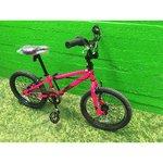 Молодой велосипед BMX Schwinn Lark