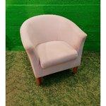 Бежевое небольшое кресло