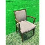 Pruun puidust pehme tool