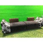 Длинный трехсекционный диван с низкими спинками