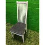 Valge puidust tool pehme istmega