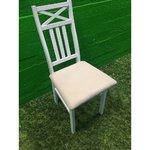 Balta masīvkoka krēsls ar mīkstu sēdekli