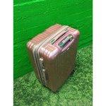 Keskmine roosa reisikohver
