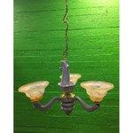 Hall-kuldne laelamp 3 klaaskuppliga
